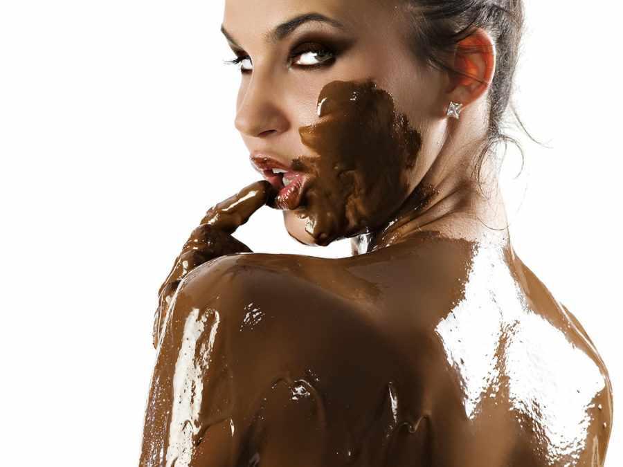девушка в шоколаде