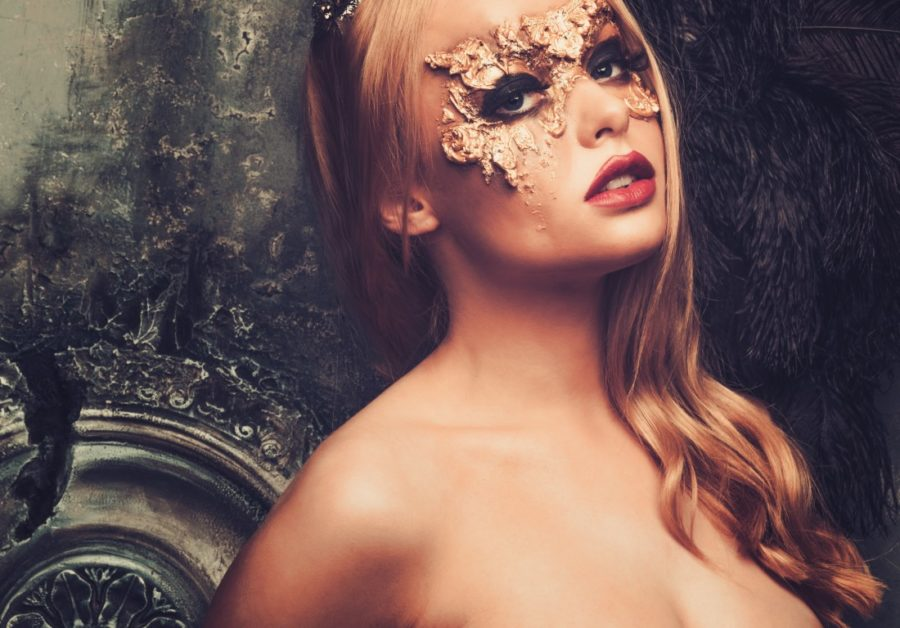 девушка в маске арт