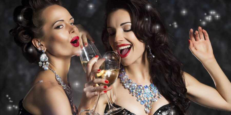 девушка с шампанским