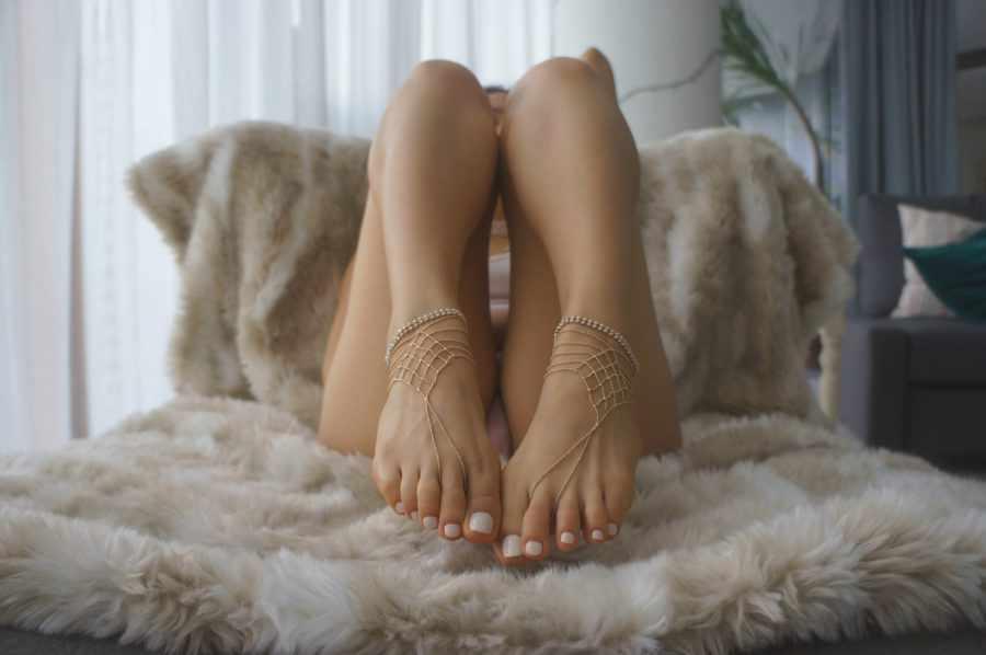 привлекательные ступни девушки