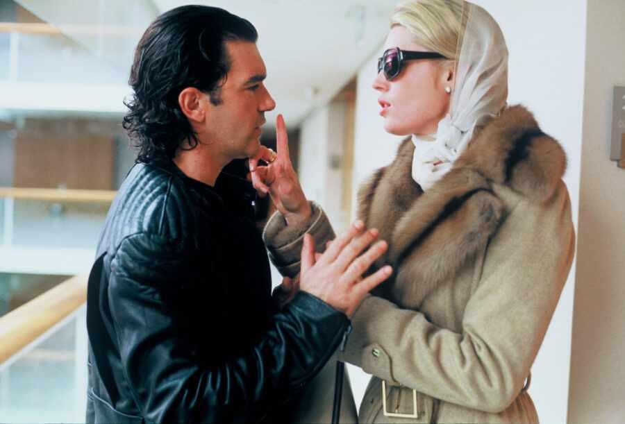 кадр из фильма «Роковая женщина» (2002)