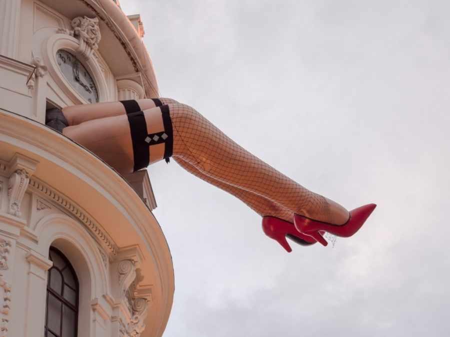 Девушки на высоких каблуках