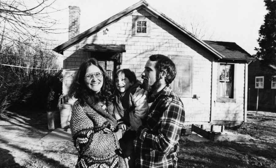 Линда Лавлейс с мужем и ребенком