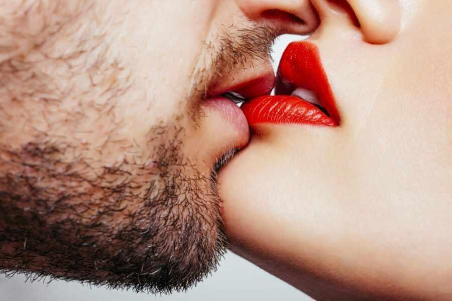 чувственный поцелуй
