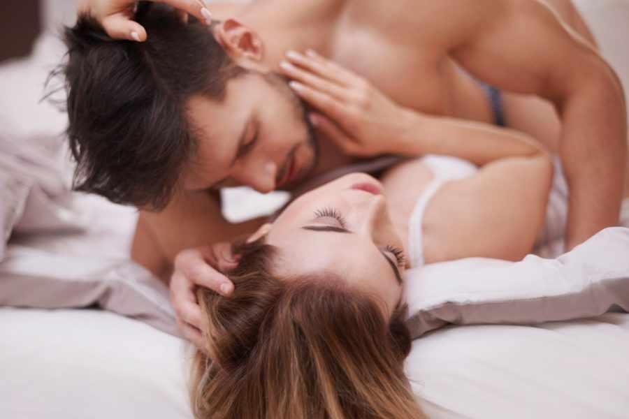 пара в постели 8