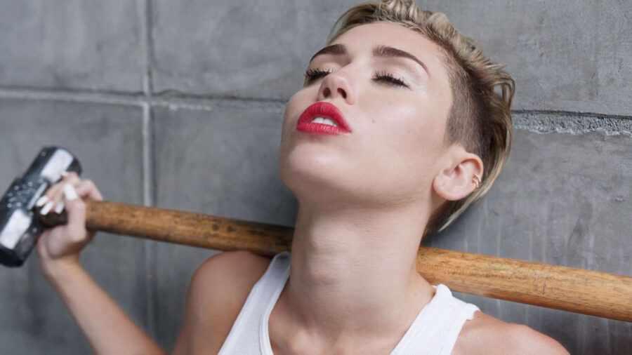 Miley Cyrus, «Wrecking Ball»