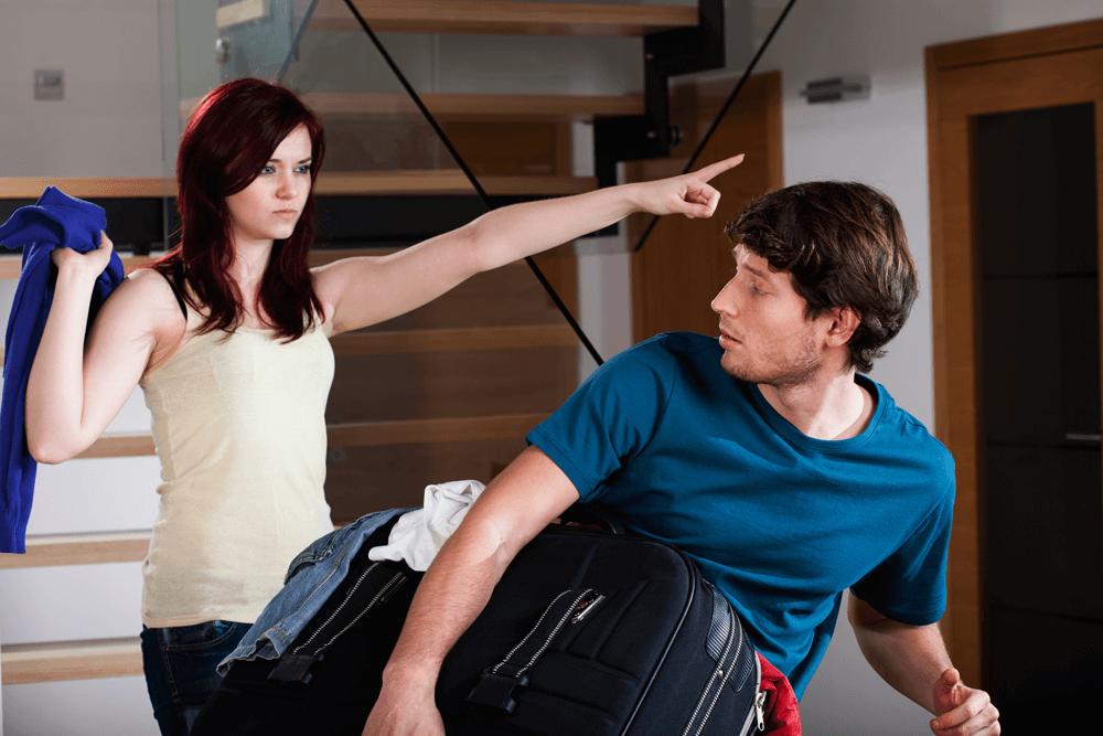 Жена выгоняет мужа