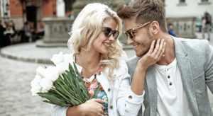 Дарить цветы девушке