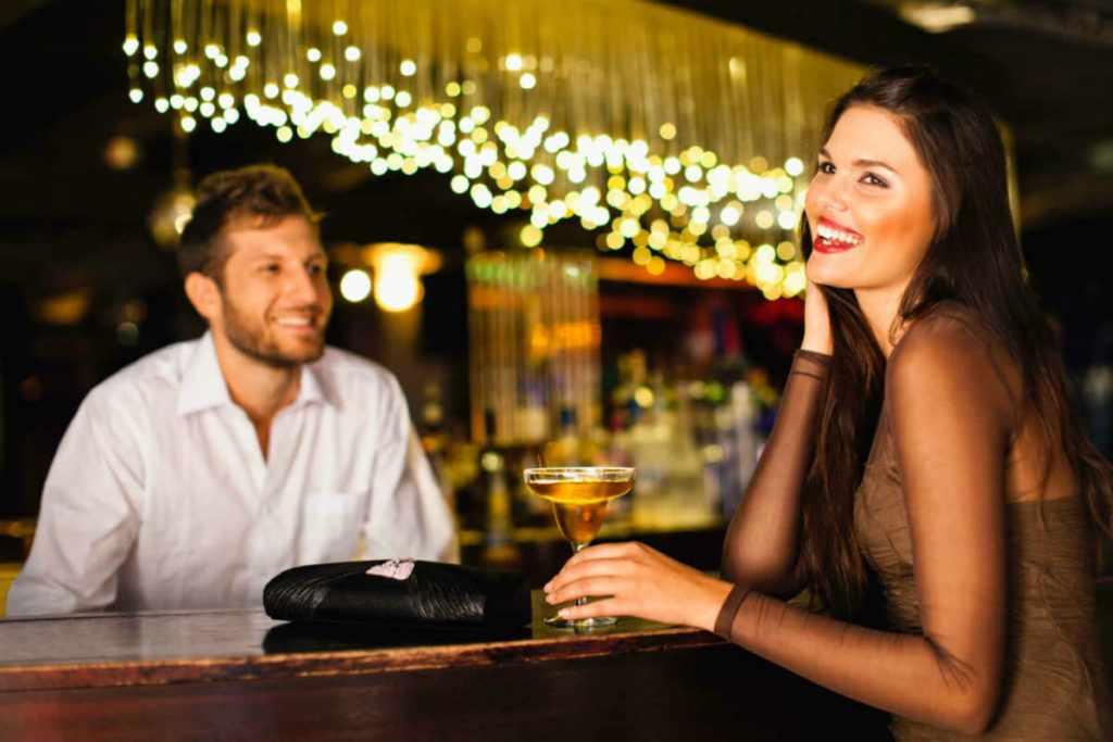 Влюбленные в баре