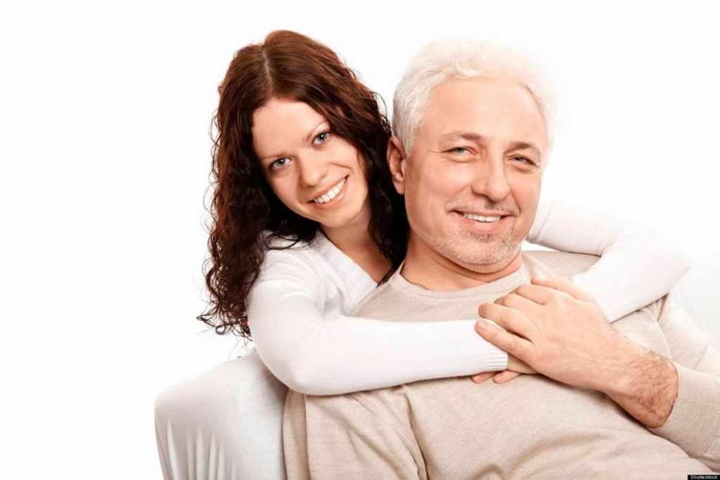 Взрослый мужчина с молодой женщиной