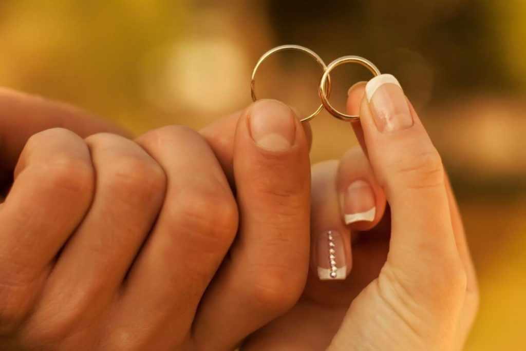 Мужчина в браке и женщина замужем