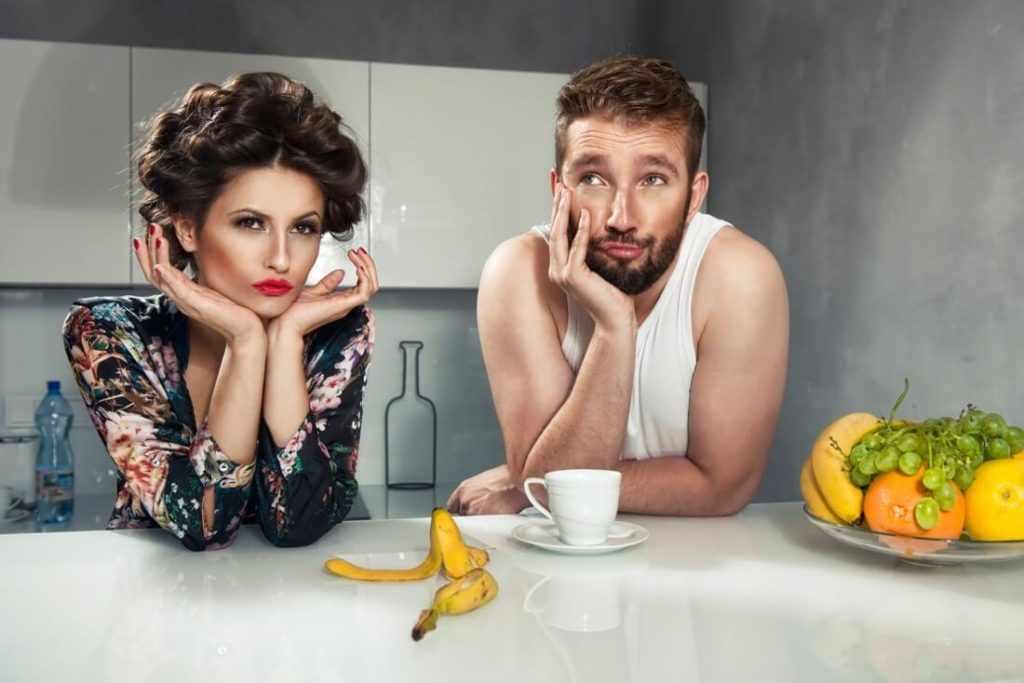 Муж и жена на кухне