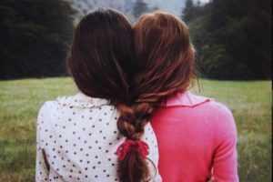 Утешить подругу