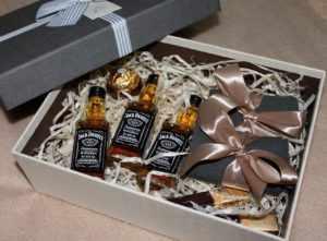 Алкогольная продукция, это универсальный подарок
