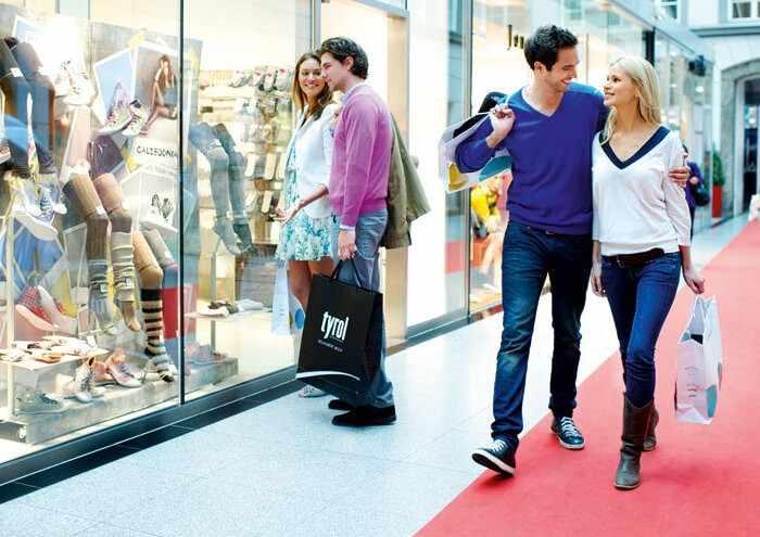 Романтическое свидание в торговом центре