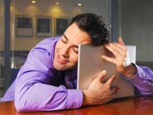 Поднять настроение парню онлайн
