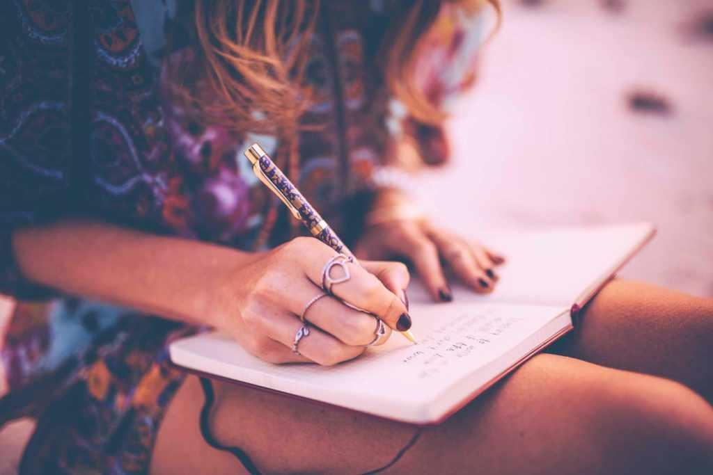 Писать стихоторение
